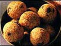 http://onlinedarshan.com/ganesh_chathurathi/pic/Til-ke-laddu-.jpg